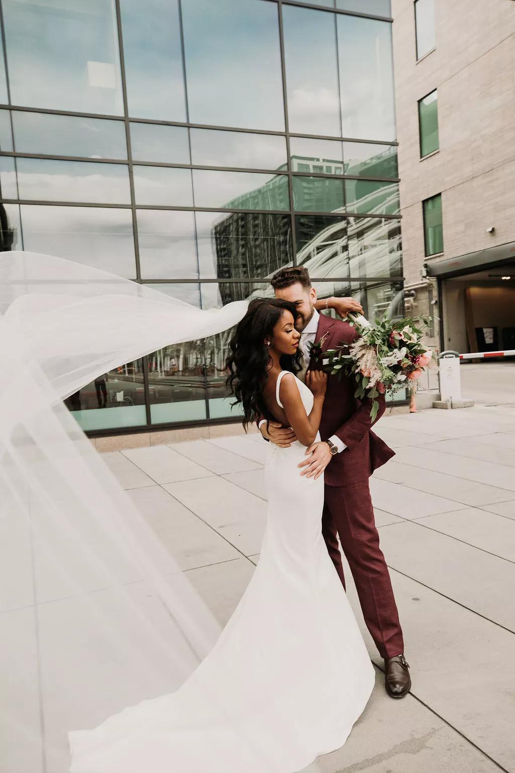 подходящи пози за сватбена фотосеися